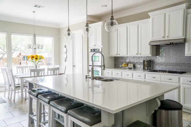 4 Tips om meer sfeer in een witte keuken te brengen